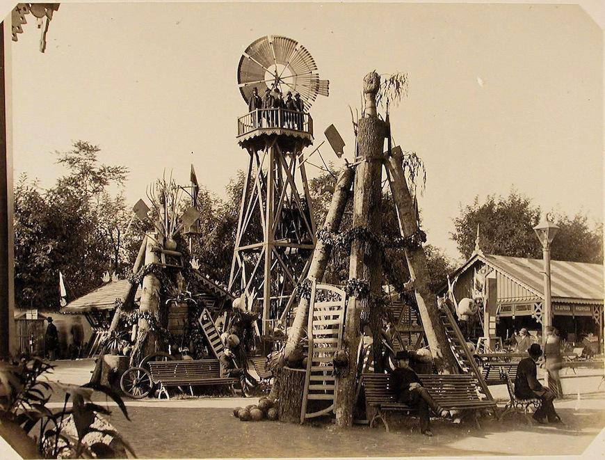 Общий вид ветряного двигателя - одного из экспонатов Бессарабской сельскохозяйственной выставки