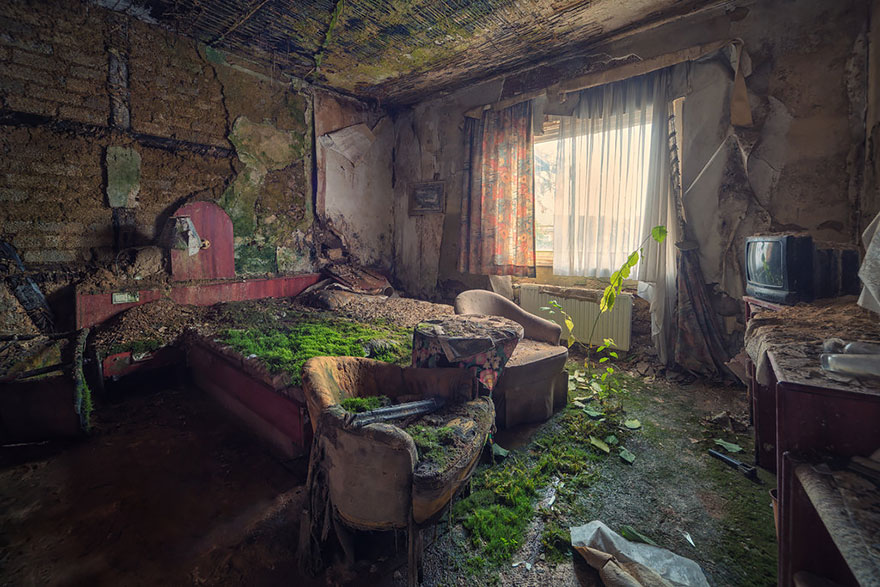 nature-reclaiming-abandoned-places-wcth18