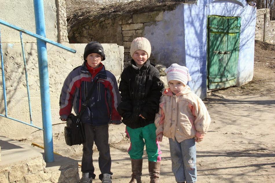 01-copiii-din-Izbiste