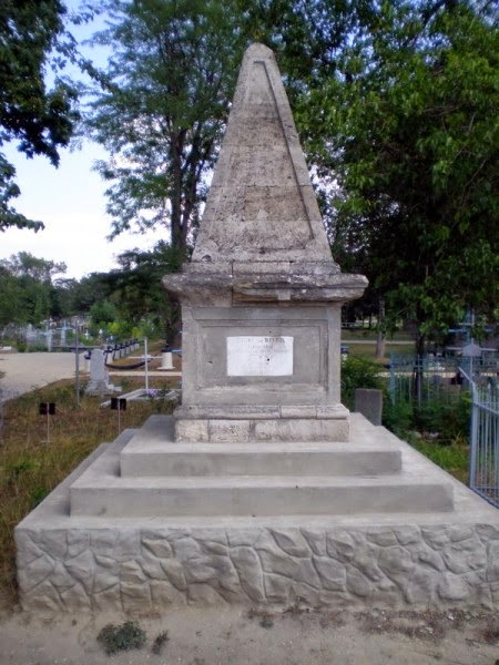 Здесь похоронен Карл фон Дитрикс.