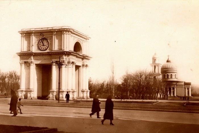 Собор, Колокольня и Святые Врата в 1930-е гг.