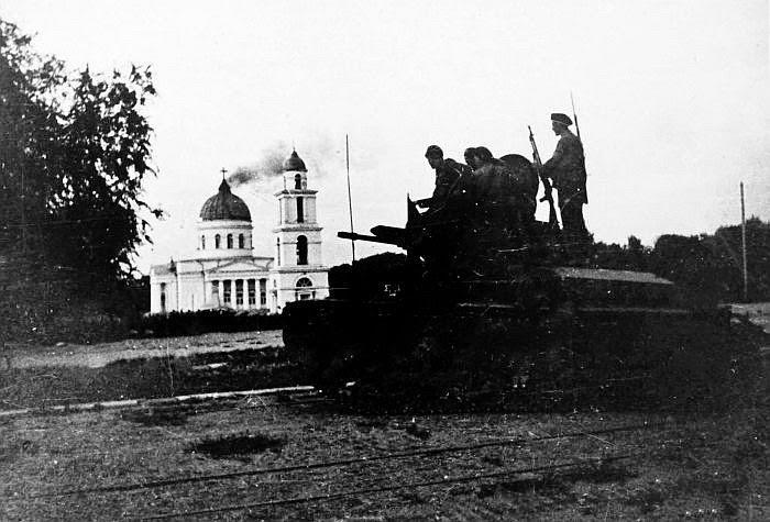 16 июля 1941 года. Горящий Собор и румынские солдаты.
