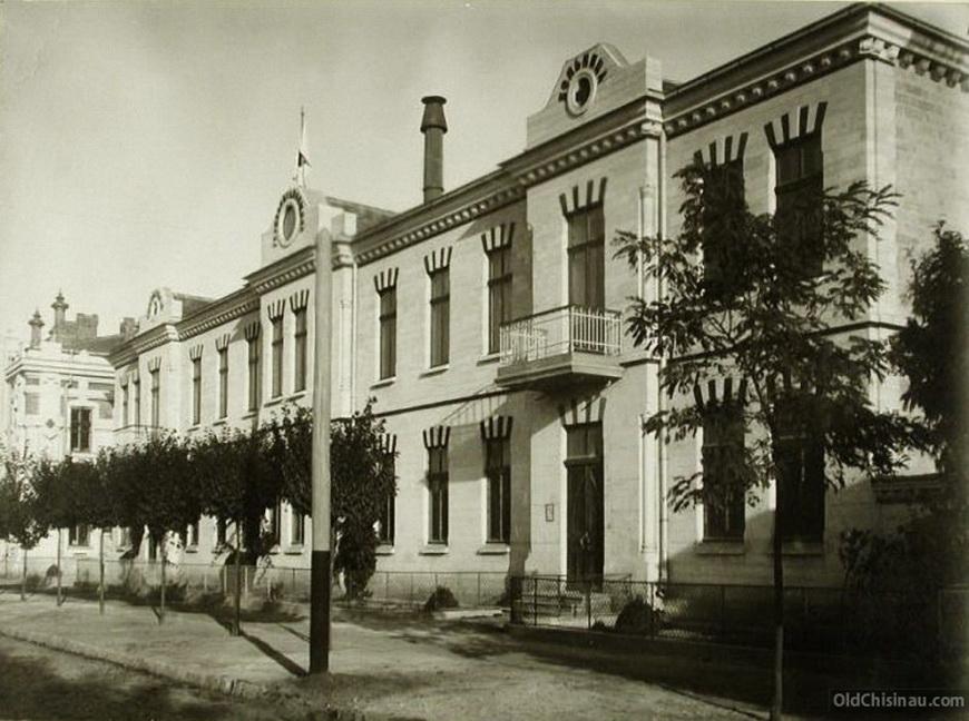 Вид на здание, где находилась больница общины.