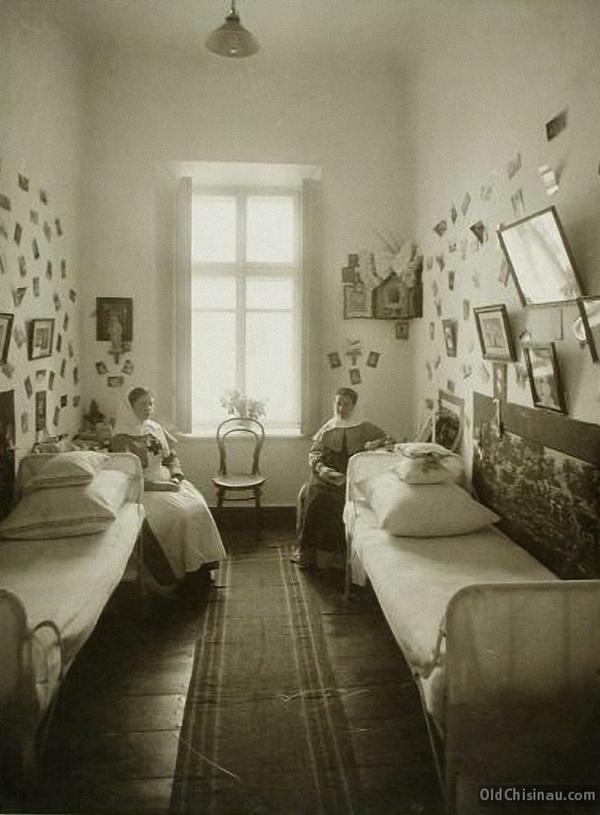 Вид спальной комнаты сестёр милосердия.