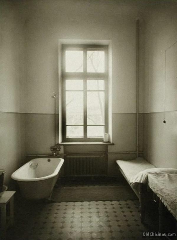 Вид части ванной комнаты.