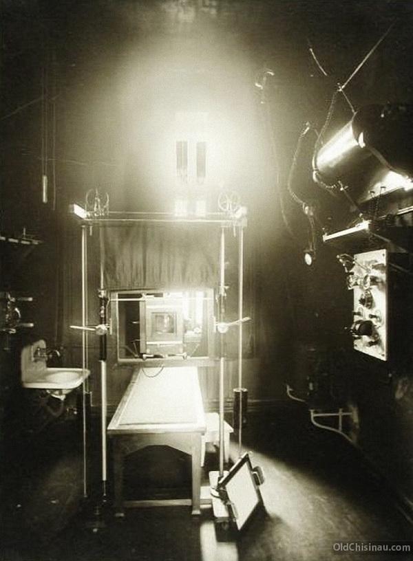 Общий вид рентгеновского кабинета больницы.