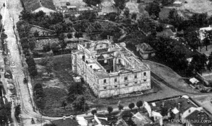 Конец 1920-х - начало 1930-х гг. Угол нынешних улиц Матеевича (слева) и Пушкина (внизу).