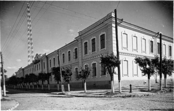 Радиовышка, видимая с угла нынешних улиц Когэлничану и Бэнулеску-Бодони. 1939-1940-е гг.