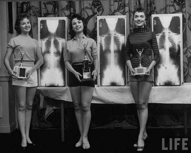 3 Победительницы конкурса «Мисс совершенная поза».