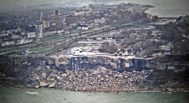 Ниагарский водопад приостановлен во время укрепления русла реки. 1969 год.