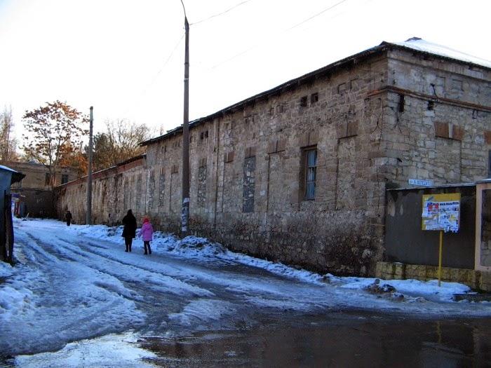 Угол улиц Романэ и Ботезату, 2009 год (фотография от Апреля, форум oldchisinau.com).