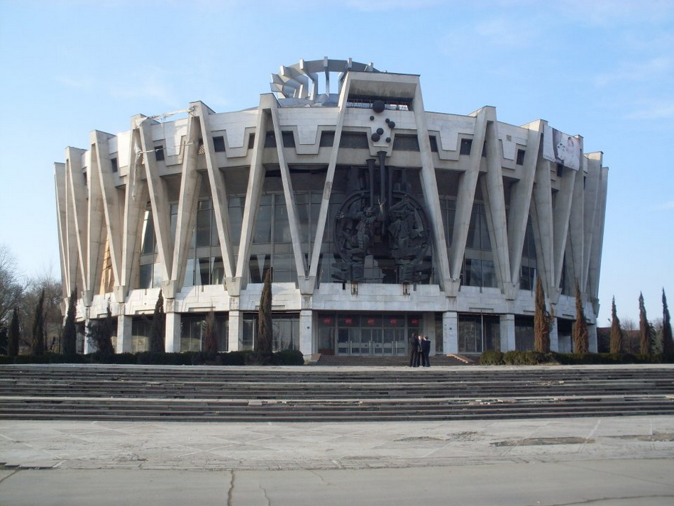 in-chisinau-moldova-this-ugly-1981-circus-is-now-completely-abandoned