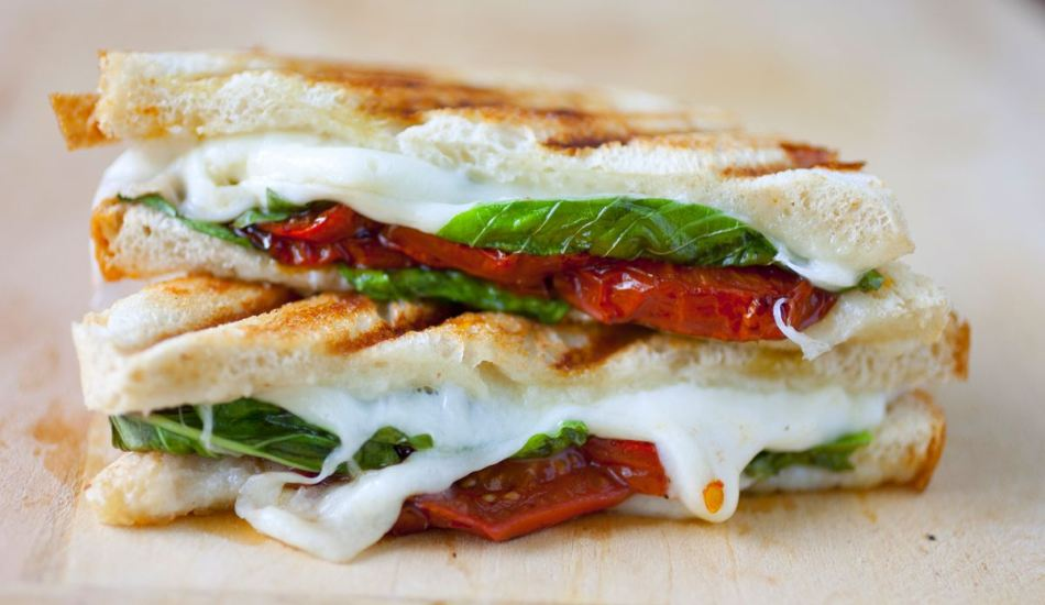 top-5-breakfast-recipes-mozzarela-toat-with-baked-tomatoes
