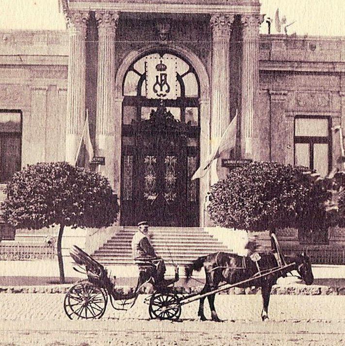 1920-1930-е гг. У городского Банка.