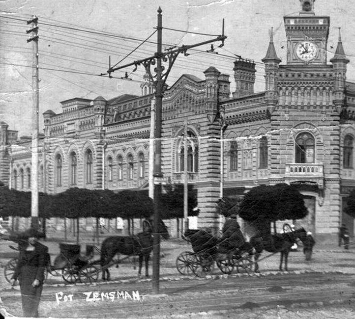 1920-1930-е гг. Извозчики перед Примэрией.