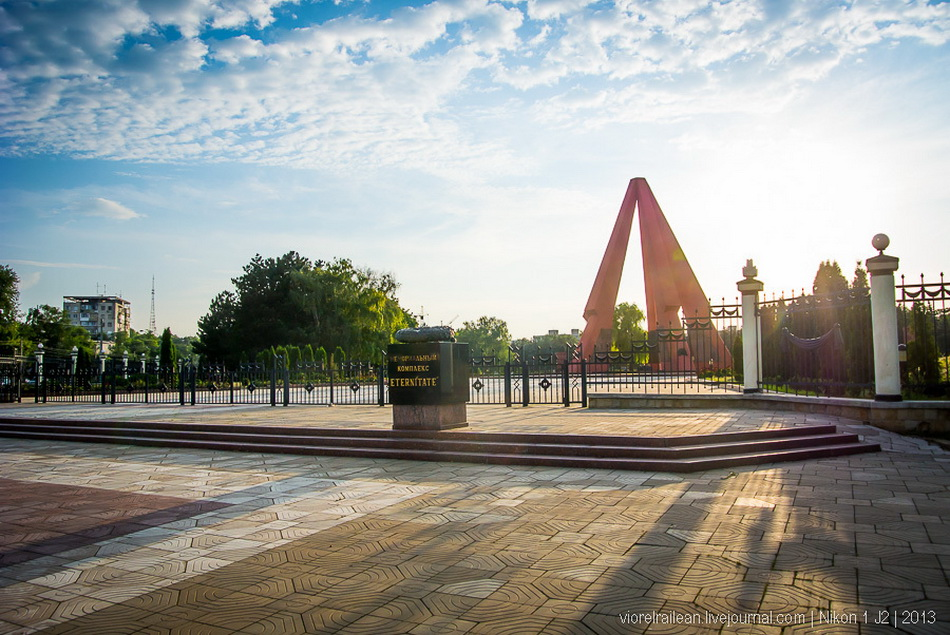 1403459597_memorial-moldova