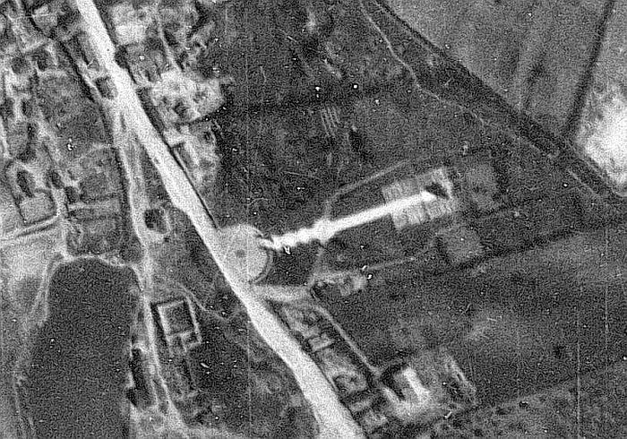 Аэроснимок от 3 мая 1944 года (от http://docs.ahistory.info/). Видна Бачойская дорога и Кладбище Героев (справа).