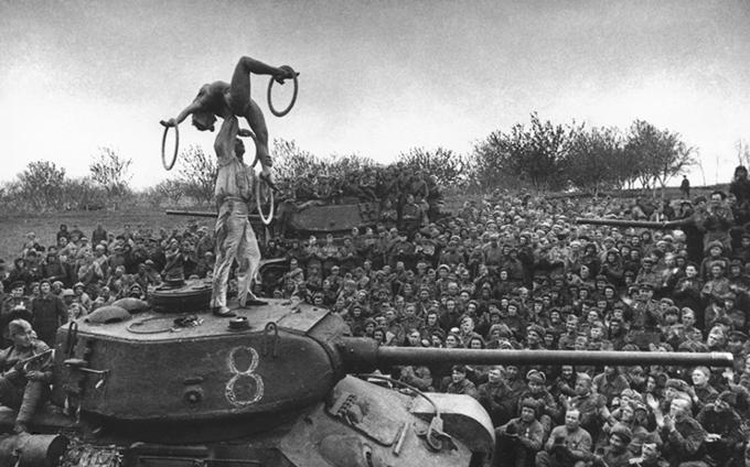 Свободная минутка на фронте. 1945