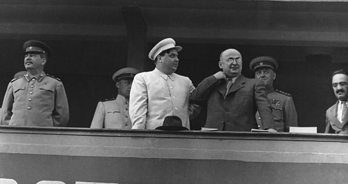 Иосиф Сталин, Георгий Маленков, Лаврентий Берия. Анастас Микоян на трибуне стадиона Динамо.1945