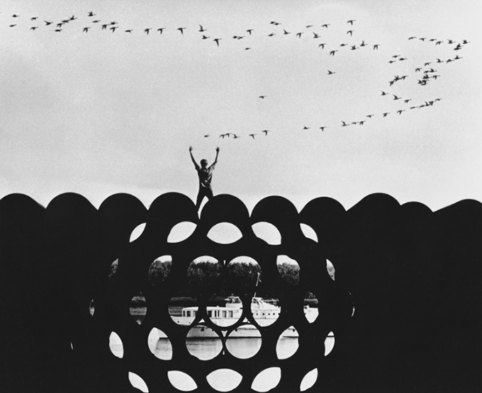 """Из серии """"Путешествие по сибирской реке Обь"""". Трубы для газопровода. 1971"""