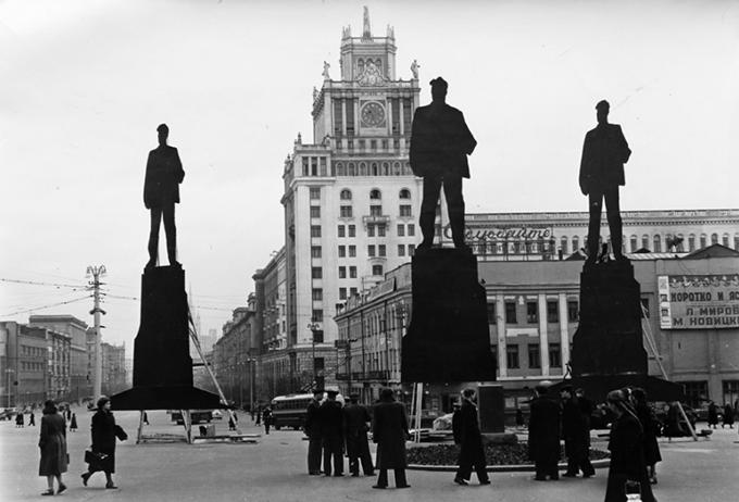 Где должен быть Маяковский? 1956