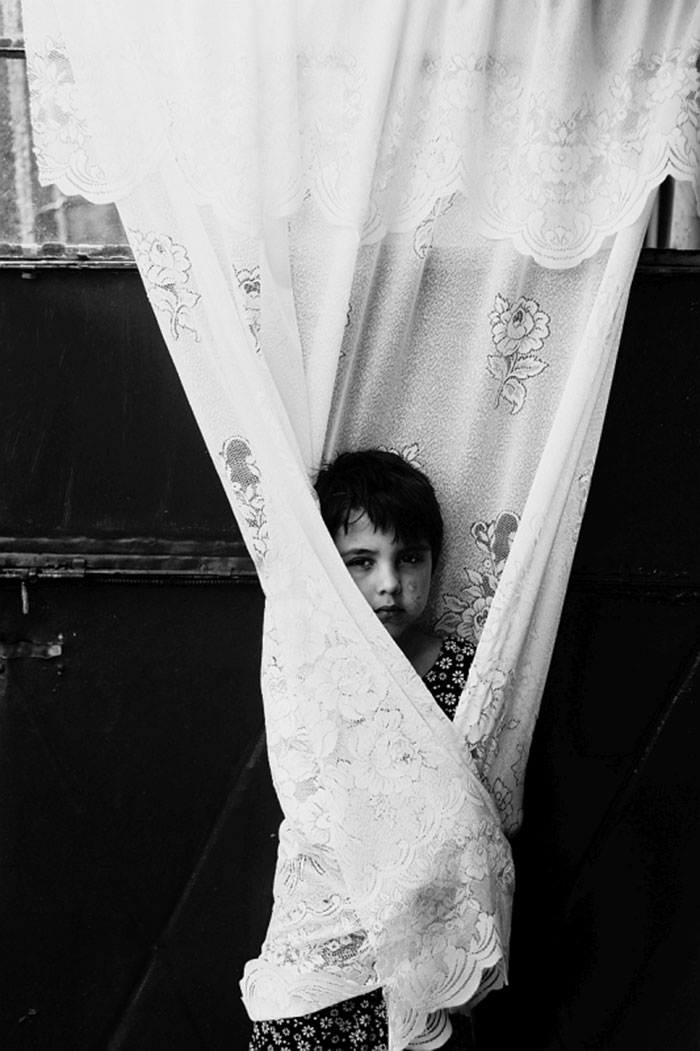black-and-white-photography-childhood-joy-felicia-simon-10