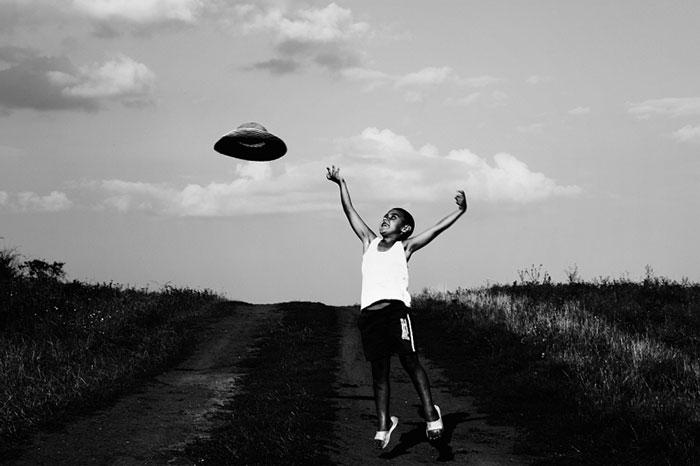 black-and-white-photography-childhood-joy-felicia-simon-7