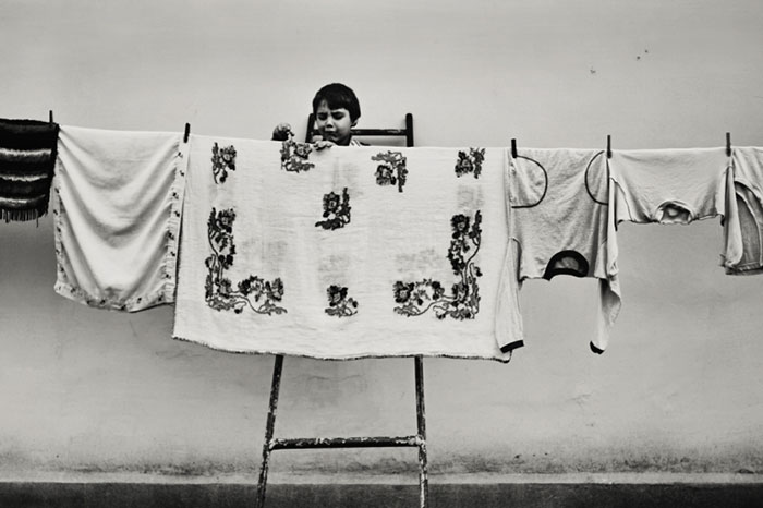 black-and-white-photography-childhood-joy-felicia-simon-8