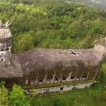 Таинственная церковь-курица в Индонезии