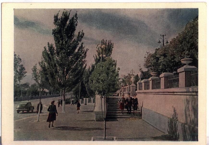 Тирасполь - у Дворца культуры (фото И.Шагин)