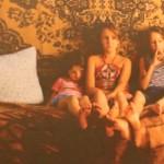 """FOTO: """"Țară fără părinți"""" — Expoziție fotografică despre copiii din Moldova rămași singuri"""