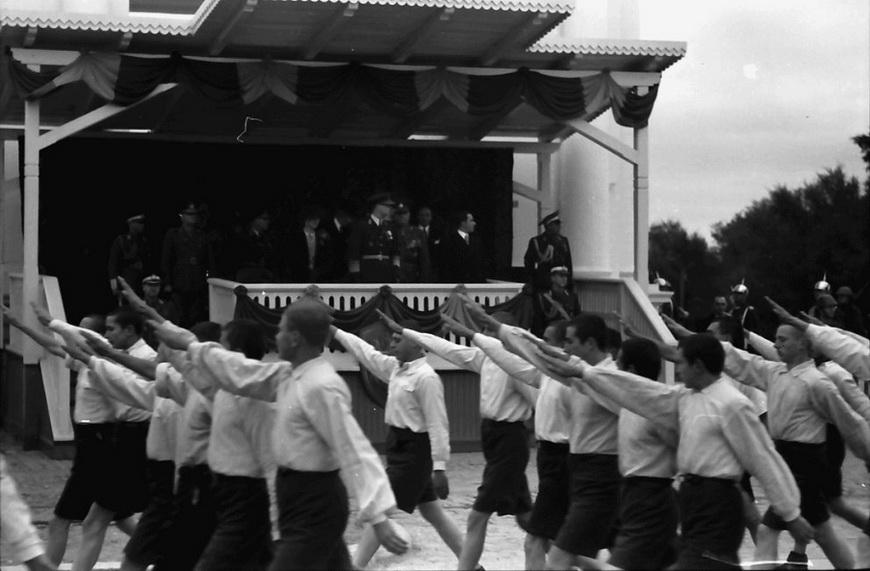 08-war-carol1940