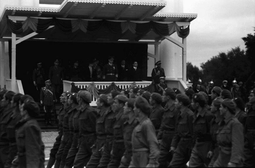 09-war-carol1940
