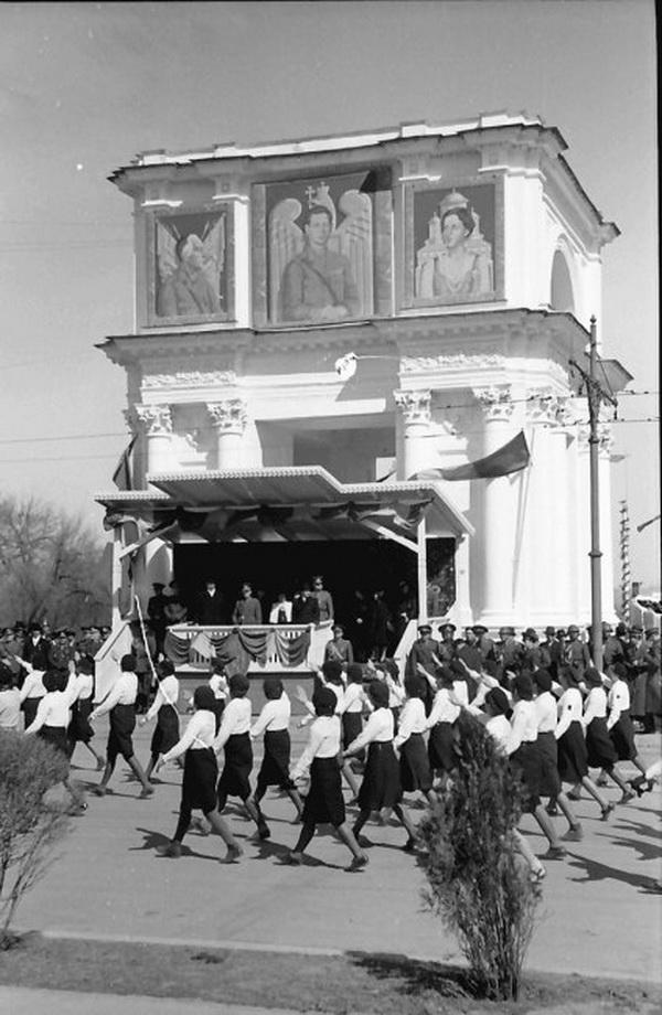 11-war-carol1940