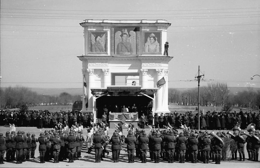 13-war-carol1940