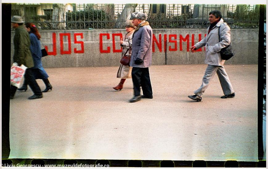 Бухарест, 24.12.1989. Университет, недалеко от больницы Coltea. Фото Ливиу Джеорджеску