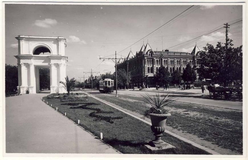 Епархиальный Дом, начало ХХ века.