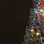 В Лондоне установили дизайнерскую елку из санок