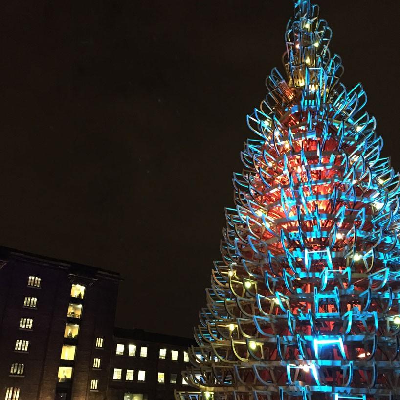 hello-wood-christmas-tree-london-budapest-manchester-designboom-02-818x818