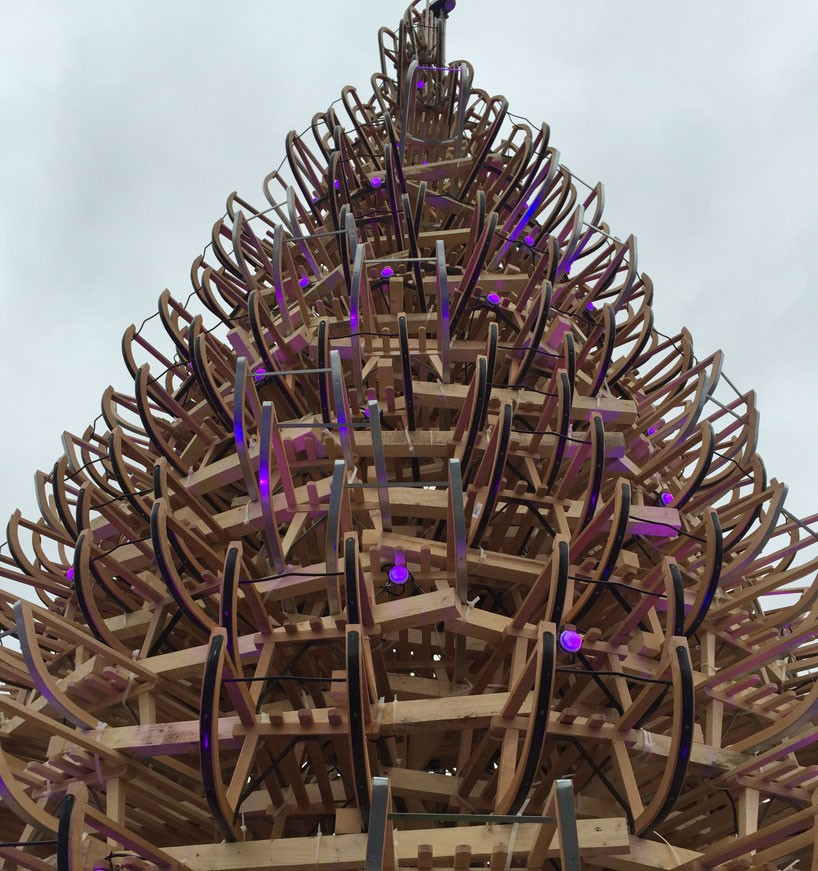 hello-wood-christmas-tree-london-budapest-manchester-designboom-03-818x871