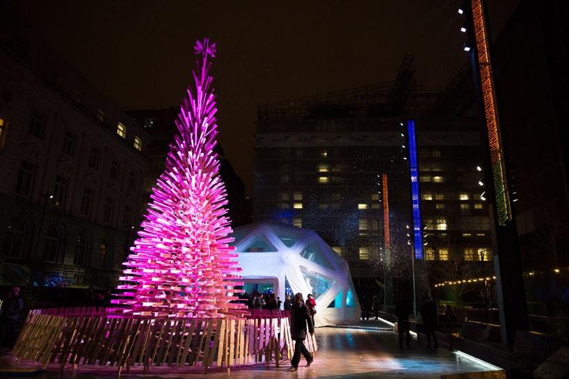 hello-wood-christmas-tree-london-budapest-manchester-designboom-05-818x545