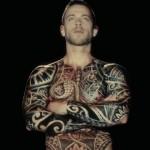 Видео: Живые татуировки из видеопроекций