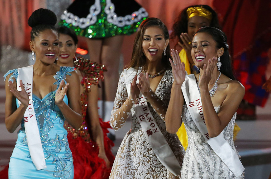 epa05075606 Miss Indonesia, Maria Harfanti (R) reacts after she was announced second runner-up for the Miss World title during the grand final of the 65th Miss World pageant at the Beauty Crown Hotel Complex in Sanya, Hainan province, China, 19 December 2015. EPA/HOW HWEE YOUNG