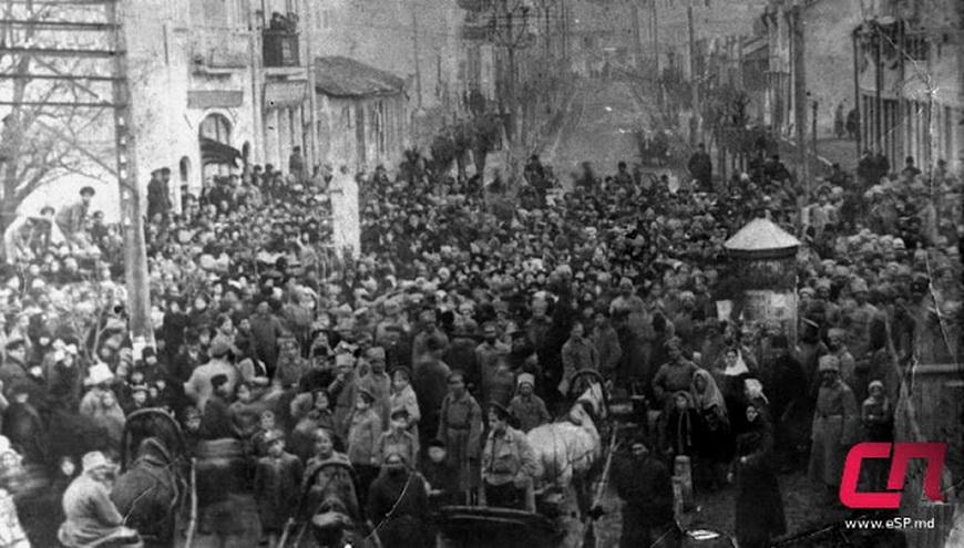 Демонстрация в центре города, приуроченная к революционным событиям в России, 10 марта 1917 г.