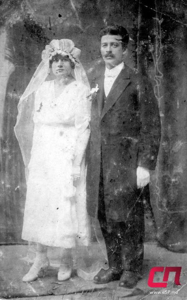 Пара бельчан после венчания в соборе Святого Николая, 20-е гг.