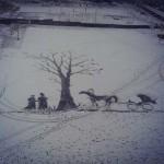 В Ижевске дворник рисует картины метлой на снегу