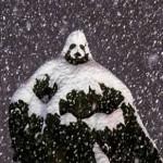 Из-за снегопада исторический памятник превратился в статую Дарта Вейдера