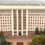 Зданию парламента нанесен ущерб