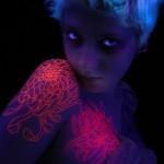 17 крутых татуировок-невидимок, которые светятся в ультрафиолете