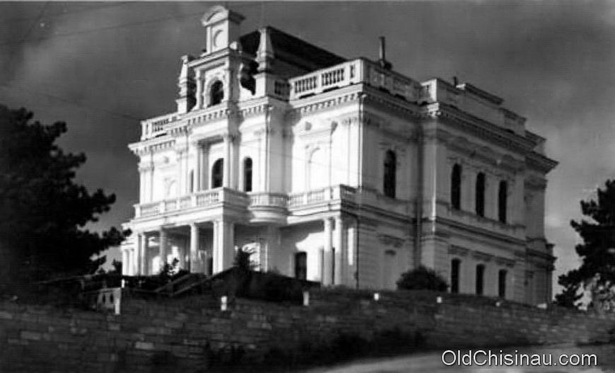 Дом Пронина располагался у справа от входа в нынешний парк Валя Морилор (напротив Государственного Университета). Во второй Мировой Войне здание пострадало. В послевоенные годы в его стенах был обустроен дневной кинотеатр.